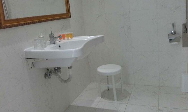 bagno-accessibile-disabili-creta